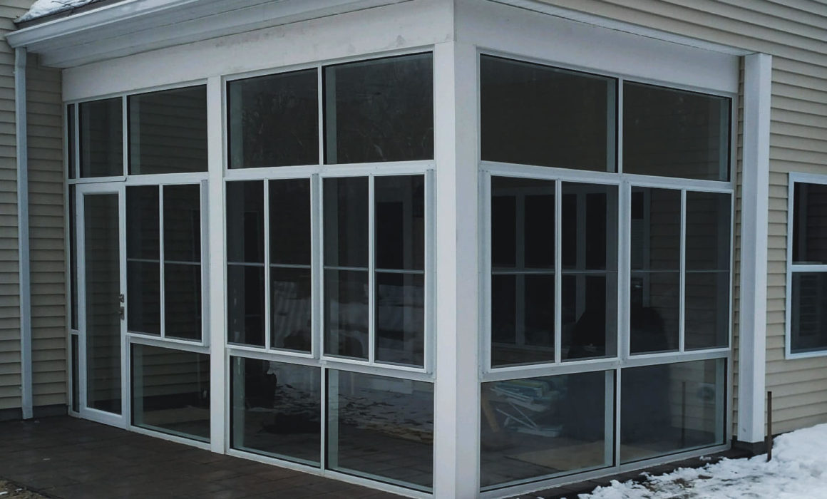 3 season room with grid like layout for the window design, by Modern Architectural Glazing